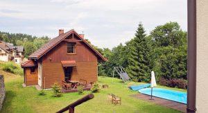 Berghaus und Schwimbad