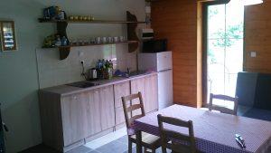 salon na parterze z kuchnią